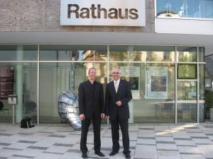 Thorsten Majer und Bürgermeister Rüdiger Braun